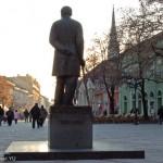 Čika Jovin spomenik u njegovoj ulici u Novom Sadu