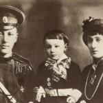 Ana Ahmatova sa suprugom Nikolajem Gumilevim i sinom Levom