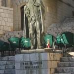 Spomenik Tinu Ujeviću na Trgu Matice hrvatske u Imotskom