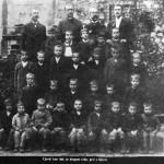 Ujević u osnovnoj školi (u drugom redu, prvi s leve strane)