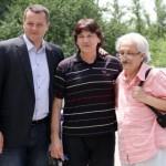Pero Zubac sa Zdravkom Čolićem na otkrivanju biste pesniku Dušku Trifunoviću