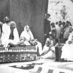 Gandi i Kasturba u poseti Tagoreu (1940. godine)